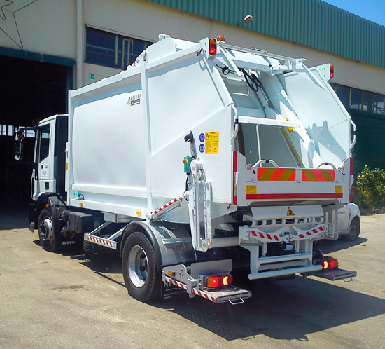 Medium capacity waste compactors